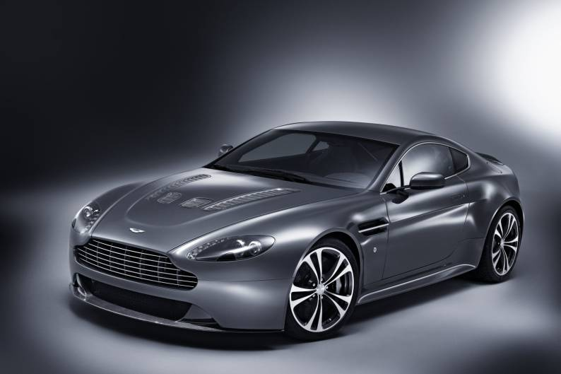 ... Aston Martin V12 Vantage Review ...