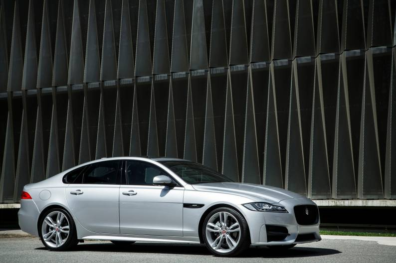 ... Jaguar XF 3.0 TDV6 S Review ...