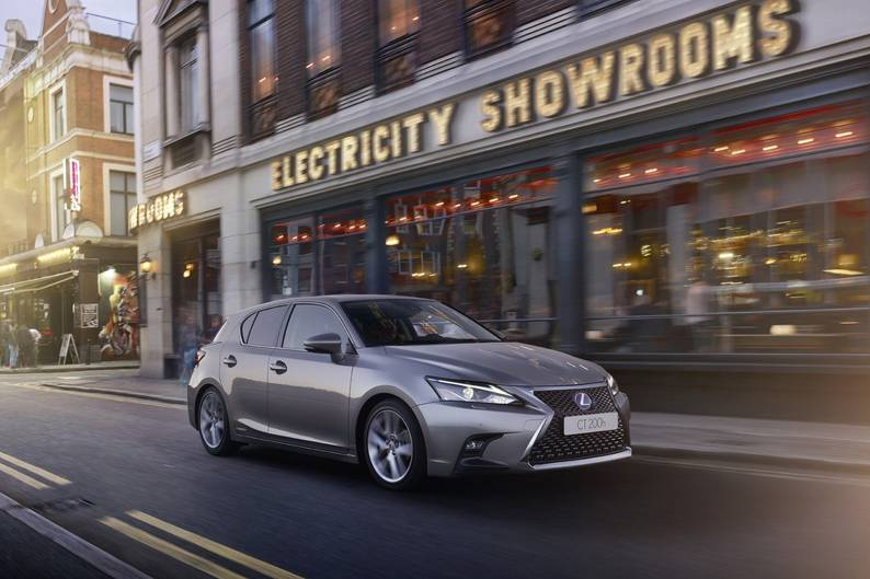 ... Lexus CT 200h Review ...