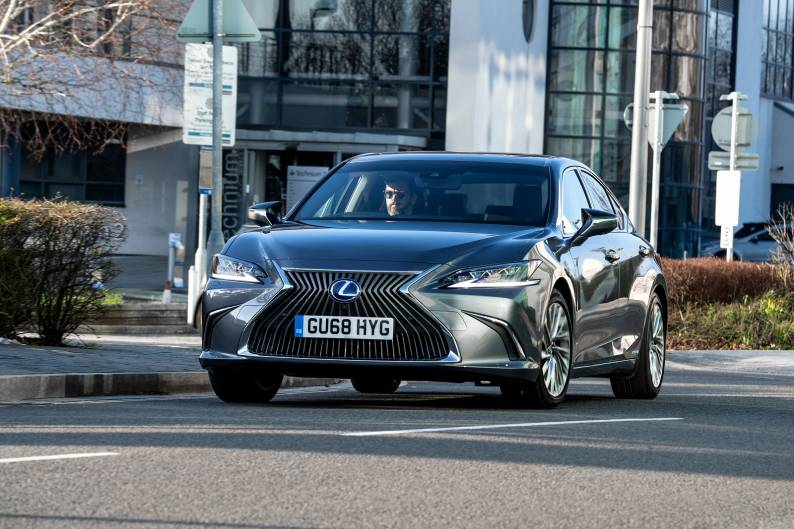 Lexus ES review | Car review | RAC Drive