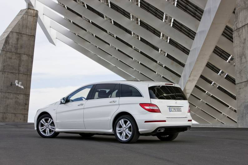 Mercedes benz r class 2011 2014 used car review car for Mercedes benz r class 2014
