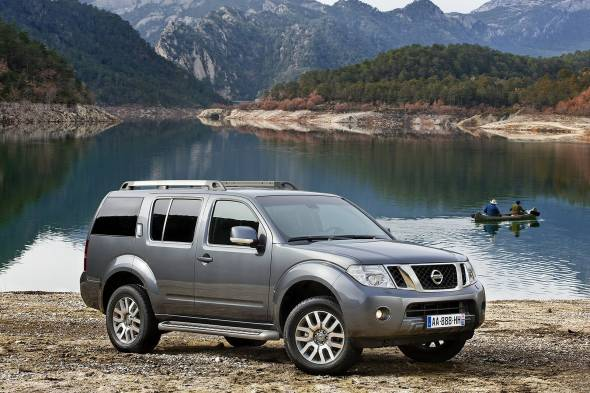 Nissan Pathfinder range car reviews | RAC Drive