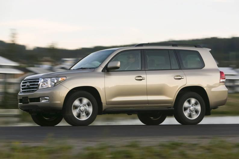 Toyota Land Cruiser V8 'J200' (2008 - 2011) used car review | Car