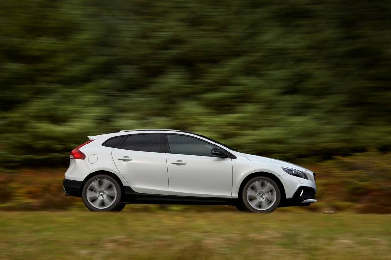 Volvo V40 Cross Country (2013 - 2016) used car review