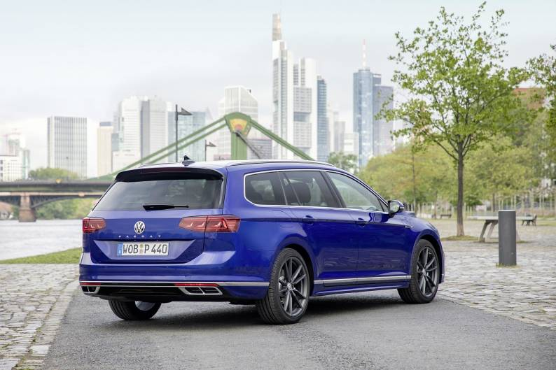Volkswagen Passat Estate review | Car review | RAC Drive