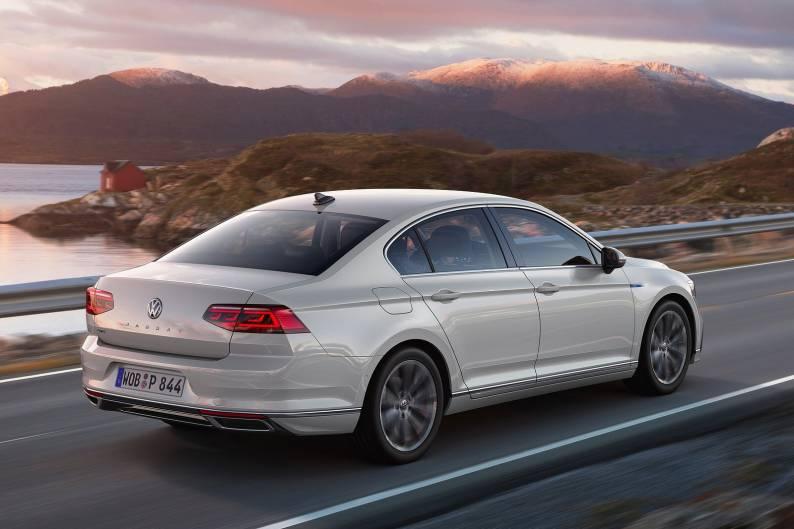 Volkswagen Passat GTE review | Car review | RAC Drive