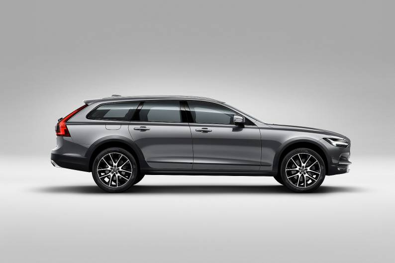 Volvo V90 Cross Country review | Car review | RAC Drive