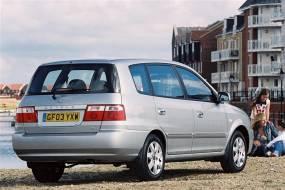 Kia Carens (2000 - 2006) used car review