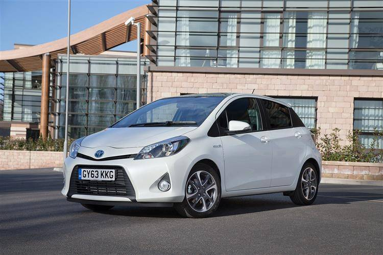 toyota yaris hybrid 2012 2014 used car review car. Black Bedroom Furniture Sets. Home Design Ideas