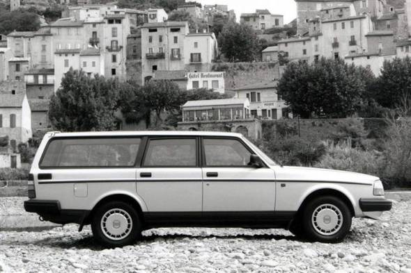 Volvo 240 (1983 - 1993) used car review