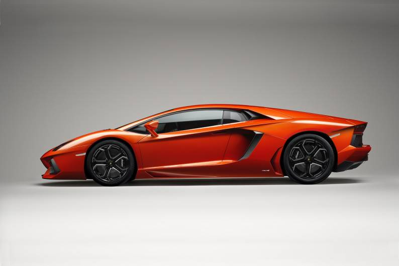 Lamborghini Aventador LP700-4 review
