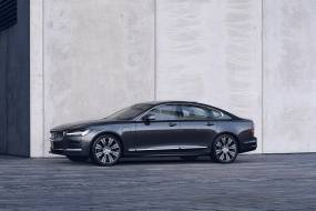 Volvo S90 Recharge T8 Plug-in Hybrid AWD review
